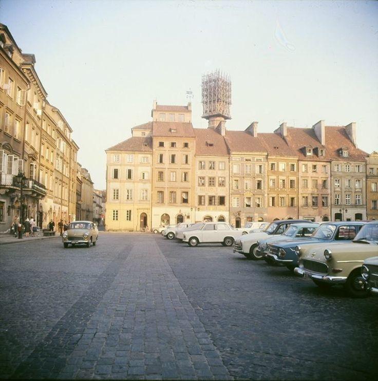 Warszawa - Rynek Starego Miasta w stronę południową (Zakrzewskiego), fot. Hans Joachim Orth/Instytut Herdera (lata 60. XX w.)