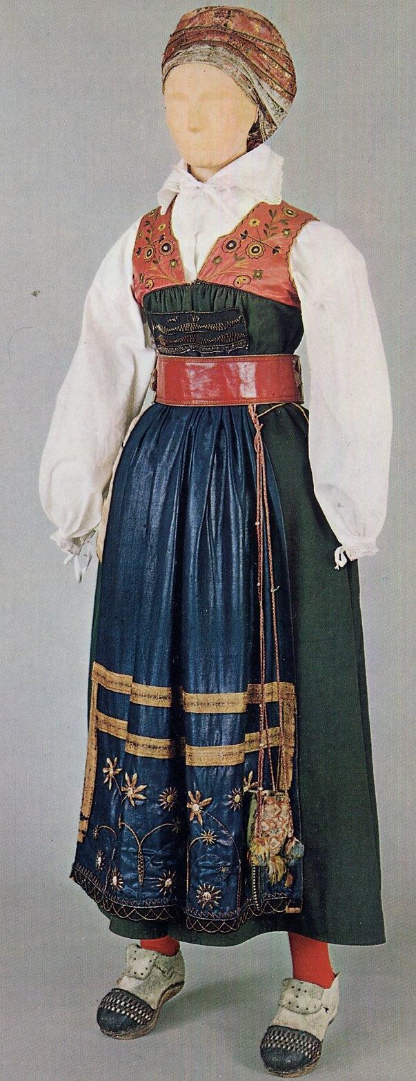 Swedish FolkCostume: Sarafan-like costumes of Europe