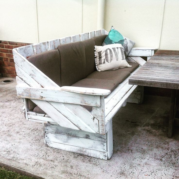 Recycled pallet timbers - large outdoor lounge