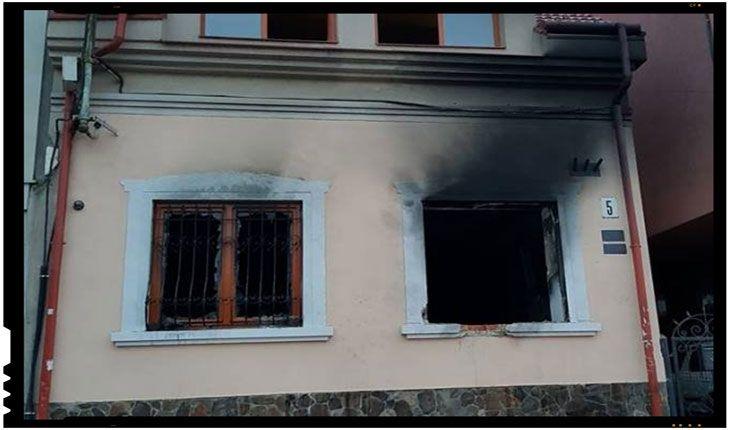 La ora 3.00 de noapte, spre marţi, 27 februarie, Casa Naţională a maghiarilor din regiunea Transcarpatică a fost incendiată. Conform poliţiei şi autorităţilor locale, o persoană neidentificată a aruncat pe geamul sediului Uniunii maghiarilor din Ujgorod o sticlă cu substanţe inflamabile ce a cauzat incendiul, flăcările mistuind 25 metri pătraţi de birou şi mobilierul, fiind…