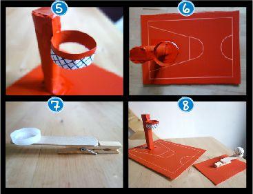 Le terrain de basket : n peu d'objets de récup' et hop un terrain de basket et sa super mini catapulte !!! 2 rectangles de carton (un petit & un grand) le gabarit du terrain à télécharger 1 rouleau d'essuie-tout 1 rouleau de papier toilette un bâton de glace une pince à linge en bois un bouchon de bouteille en plastique une balle (type balle de ping-pong) un crayon blanc une bombe de peinture rouge du scotch des ciseaux