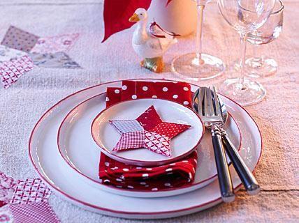 Sterne passen einfach wunderbar zu Weihnachten, sie zaubern im Nu eine liebliche Stimmung. Hier dienen sie als Tischdeko, an der auch Kinder Spaß haben. Die...