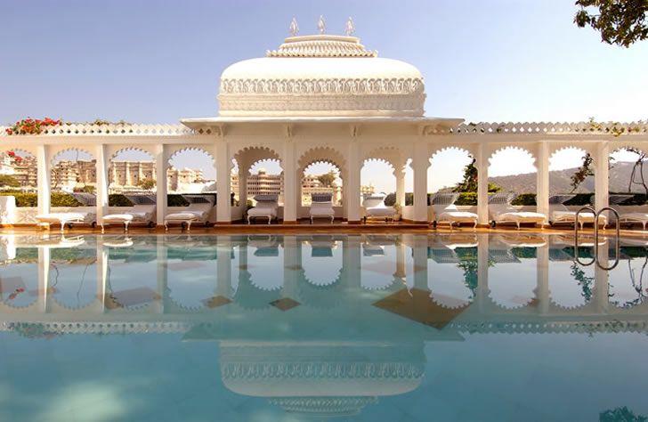 india_udaipur_taj-lake-palace-wide-pool