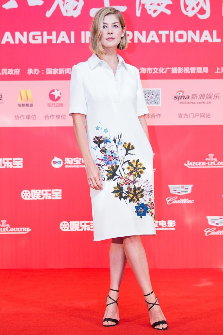 Rosamund Pike looks classy in a floral-printed Erdem dress for a Gone Girl photocall at the Shanghai International Film Festival.