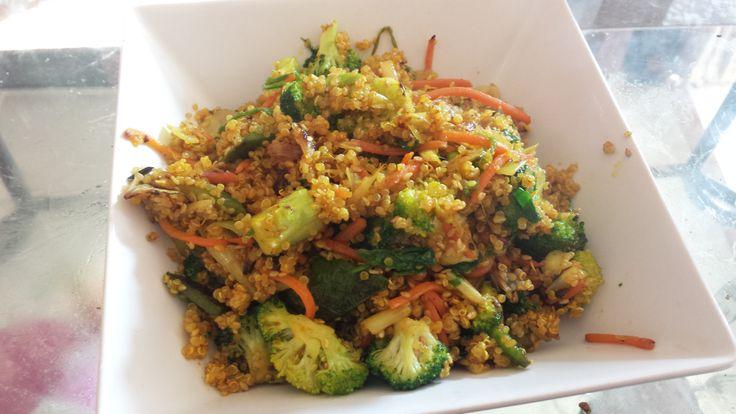 Cómo preparar Quinoa con sesamo y verduras, Recetas de Albóndigas Vegetarianas y Veganas. Ingredientes: Brócoli / Brécol , Cebolla , Puerro , Zanahori...