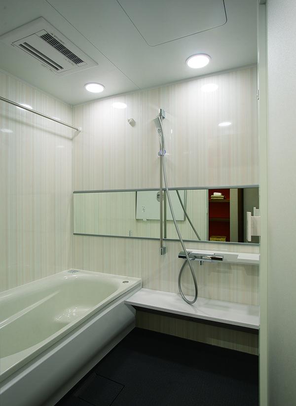 浴室はゆったりタイプの1418サイズ。浴室暖房換気乾燥機付きのバリアフリー仕様です。|インテリア|リフォーム・リノベーション|