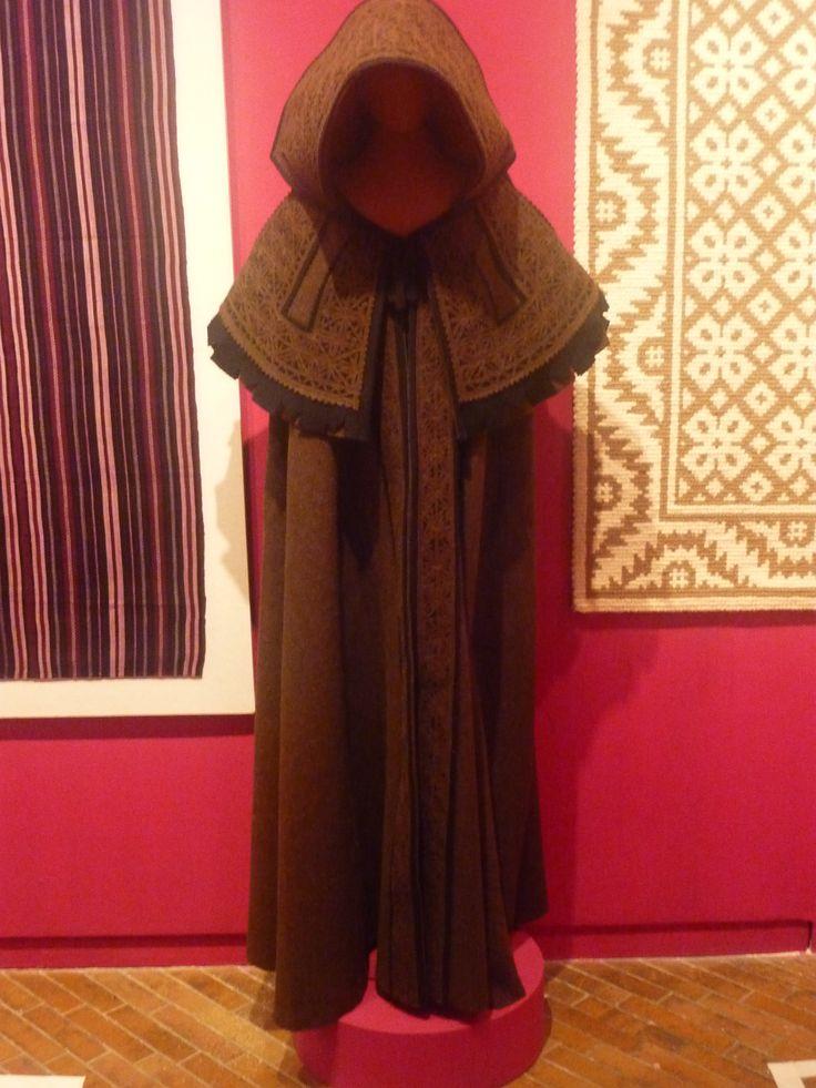 Maria Suzana de Castro, capa de honra, paño de lana cortado y cosido, Portugal.