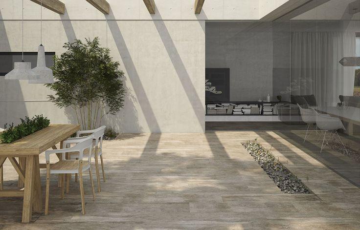 Pavimento exterior imitación madera de dimensiones 30 x 110 en diferentes tonos.