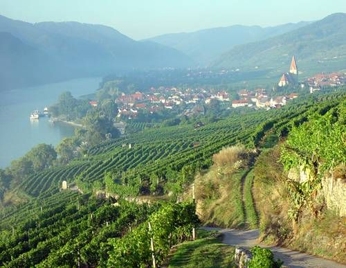 Wachau Cultural Landscape, Towns of Krems and Melk, Lower Austria, Austria. Inscription in 2000. Criteria: (ii)(iv)