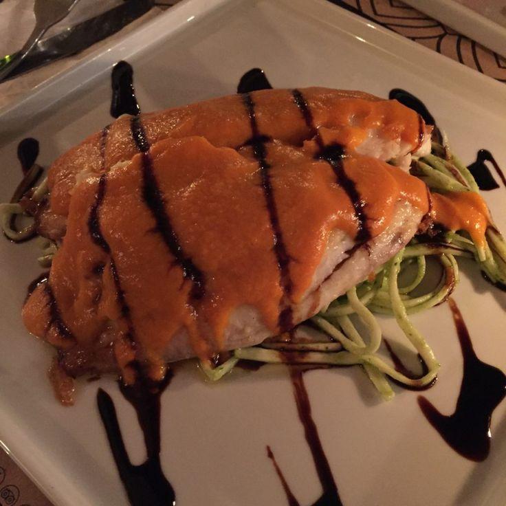 Peixe ao molho de moqueca e pupunha do Restaurante Nambu Cozinha de Raíz. Foto: NiKi Verdot | 1001 Dicas de Viagem