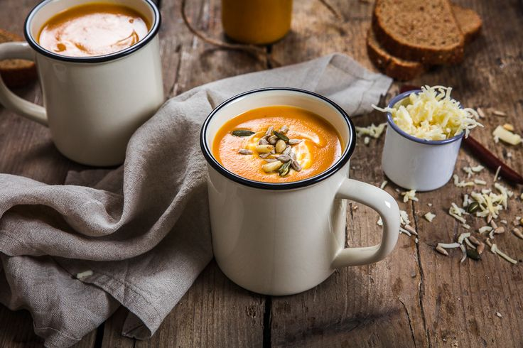 Aujourd'hui je vous retrouve avec une recette de soupe que l'on adore faire depuis quelque temps. Il s'agit d'une soupe de patate douce vraiment très simple mais surtout vraiment (vraiment)…