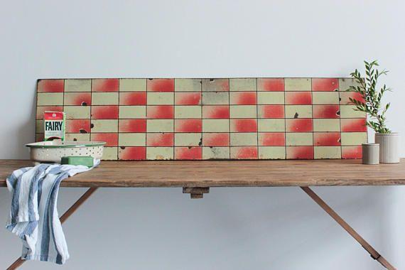 Vintage emaille Kitchen Sink bekleding / Fire haard rood en geel wand tegel