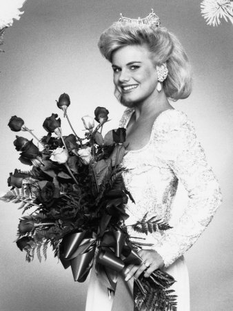 """Miss America 1989 - Gretchen Carlson (MN) is going to host her own show on Fox News Channel. """"After seven years I'm going to move forward in my career,"""" she said, """"moving on to the afternoons here at Fox and hosting my own show coming up in September.""""  Read more: http://www.upi.com/blog/2013/07/11/Gretchen-Carlson-leaving-Fox-and-Friends-to-host-afternoon-news-show/6991373541403/#ixzz2Z4VAtgt4"""