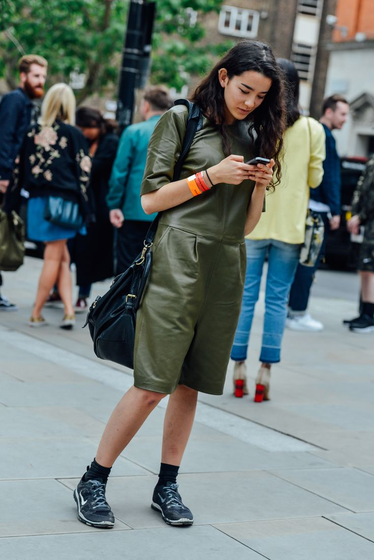 street-summer-ladies-olive-green-leather-short-trouser-onesie-tt-28-spring-2016-menswear-street-style-14.jpg (1367×2048)
