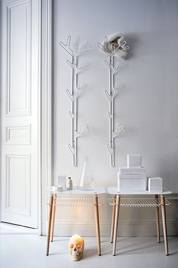 Branch hanger is a cloth hanger made of metal wire and it´s a tall slim hanger that uses the space in height instead of width. It´s perfect for the hallway, bedroom, bathroom or kitchen. You´ll also find Tree hanger and Crown hanger in the same series inspired by nature.  Material: Powder coated metal wire