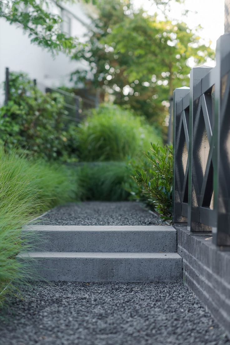 25 beste idee n over tuin trappen op pinterest buiten trappen rots treden en landschap hout - Moderne tuin ingang ...