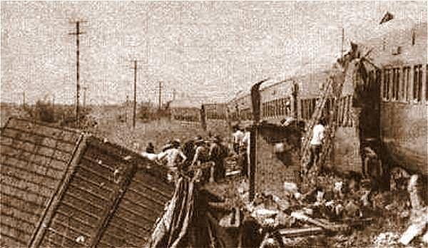 """A 40 años de la tragedia ferroviaria de Sa Pereira   El accidente ferroviario del 25 de febrero de 1978 en Sa Pereira fue la segunda mayor tragedia sobre rieles de la historia de Argentina. El mismo se produjo entre """"Estrella del Norte"""" una formación de pasajeros del Ferrocarril Mitre y un camión del frigorífico Santa Elena la catástrofe produjo la muerte de 55 personas.  La """"Estrella del Norte"""" había partido de la estación Tucumán con retraso y a las 7.22 del sábado 25 de febrero de 1978…"""