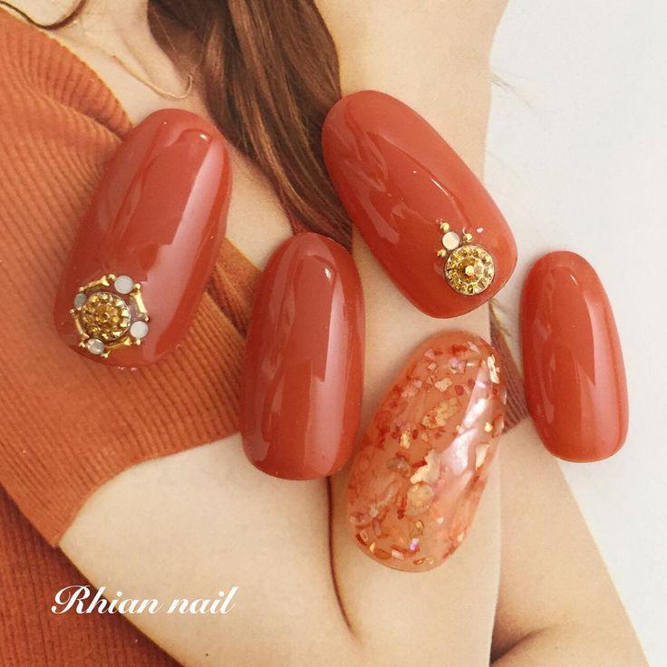 Burnt orange nails with gold studs nail art | fall nail art idea | round shaped nails | unas | ongles | acrylic and gel nails
