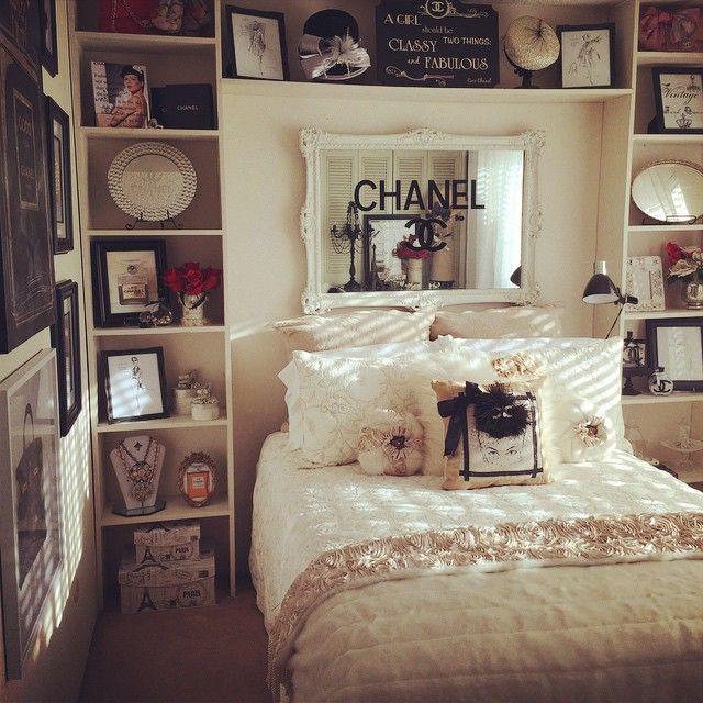 Добавлены некоторые винтажные шляпы и дизайнерские эскизы к этой веселой одежде, заполненной комнатой .. и стена галереи наконец-то завершена!  (Надеюсь) 😁👍💃 #chanel #chaneldecor #designer #fashion #vintage #vintagehats #designersketches #gallerywall #fashion #style #fauxfur #roses #louisvuitton #dior #yvesstlaurent #designerinspired #fashionroom #roomforgirl #hermes #birkin #cocochanel # Tjmaxx #homegoods #rossdressforless #fashiondesignersketches #olivergal #HomeGoodsHappy…
