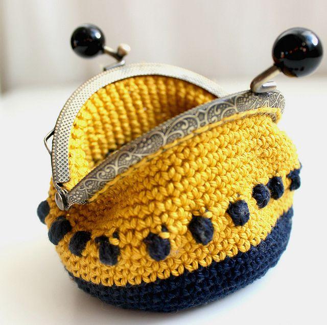 Crocheted coin purse by Craft Kompot