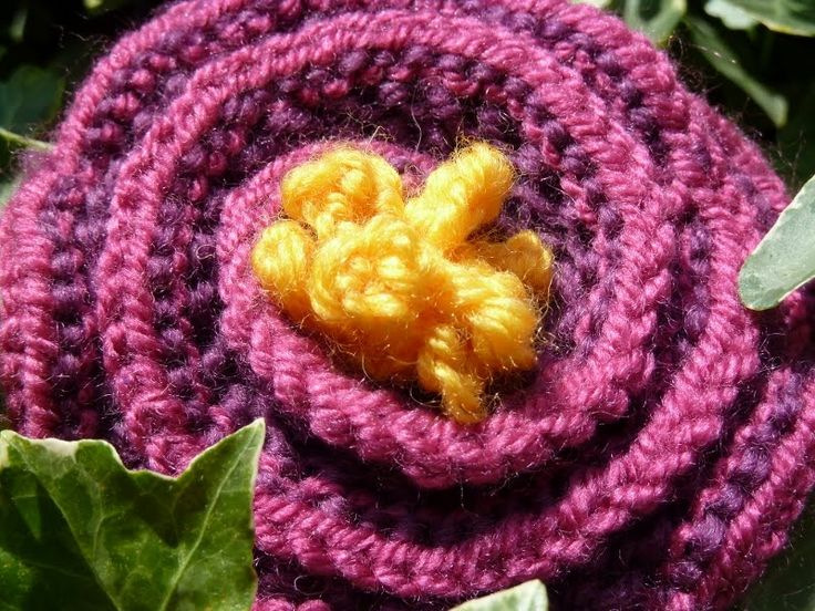 Free Knitted Flower Brooch Patterns : 17 Best images about CRAFTS on Pinterest Brooches, Knitted headband and Kni...
