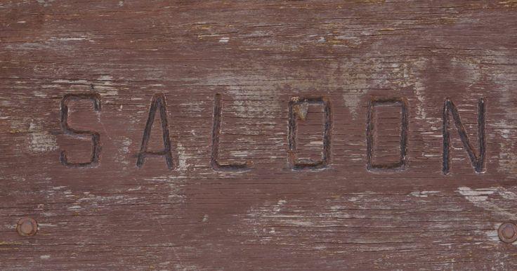 Cómo grabar nombres con fuego sobre madera. El grabado con fuego en madera es una técnica de manualidades fácil de aprender, que además puede usarse en muchos proyectos como carteles, placas, letreros de dirección, buzones y cajas de baratijas de madera. También puedes usar herramientas para quemar madera, y grabar nombres en piezas de joyería hechas con este material. Las herramientas ...