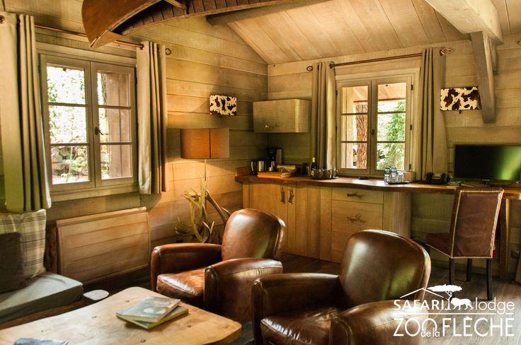 Alaska Lodge - Salon cosy avec vue imprenable sur le parc des loups arctiques