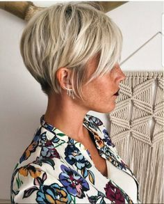 10 Trendige Haarfarben und Frisuren 2018