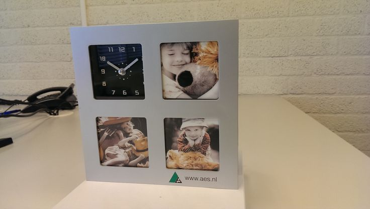 """Bureauklok Trio: """"Voor deze prijs een super leuke attentie om je klanten en relaties cadeau te doen.Ziet er strak en degelijk uit en kan leuk gepersonaliseerd worden.Levering netjes binnen de afgesproken leveringstermijn. TOP!"""""""