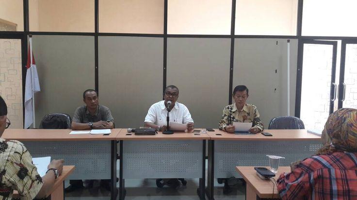 PWI Resmi Bentuk Serikat Media Siber Indonesia https://malangtoday.net/wp-content/uploads/2017/04/smsi.jpeg MALANGTODAY.NET – Dihadapan pengelola media Siber yang hadir di Aula Kantor (Persatuan Wartawan Indonesia) PWI Jatim, Ketua PWI, Ahmad Munir mendapat mandat untuk membentuk SMSI (Serikat Media Siber Indonesia), sebagai bentuk untuk kelancaran verifikasi masal media Online oleh Dewan... https://malangtoday.net/malang-raya/kota-malang/pwi-resmi-bentuk-serikat-media-