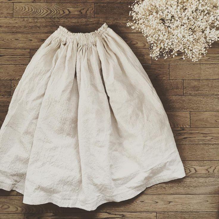 暖かくなったら着たくなるギャザースカートを簡単ソーイング♡大人用・キッズ・子供服の無料型紙や型紙ナシの超カンタンな作り方をご紹介します。初心者さんや初めてさんでも作ることができるので、春夏に向けていかがですか?