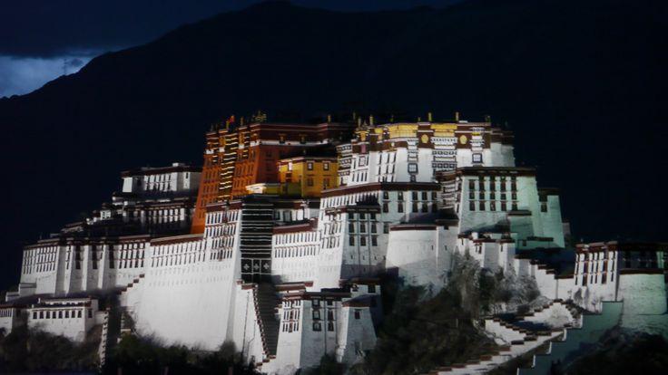 LhasaPotalaAtNight036