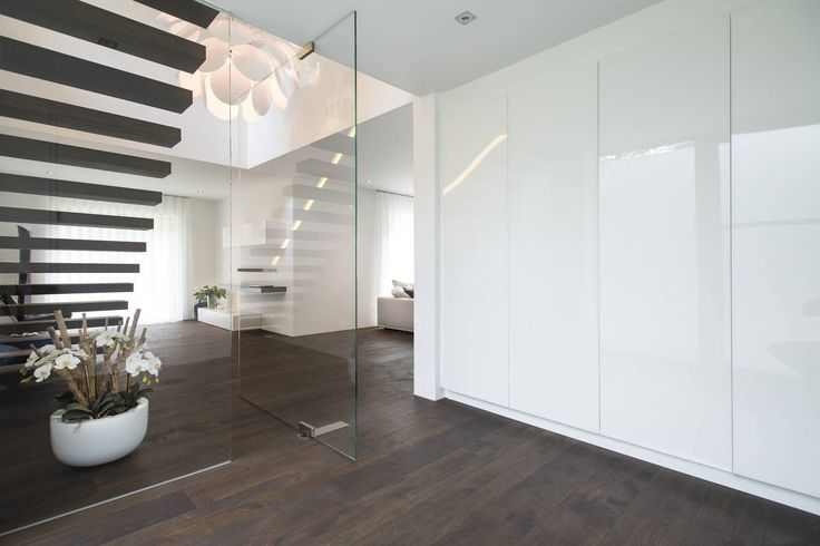 1000 idee n over trappenhuis ontwerp op pinterest trap ontwerp metalen trap en drijvende trap - Entree eigentijds huis ...