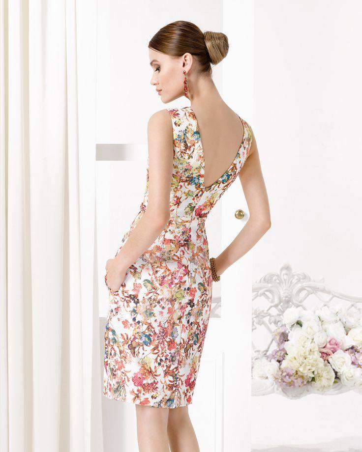 9U121 vestido de fiesta en pique estampado.