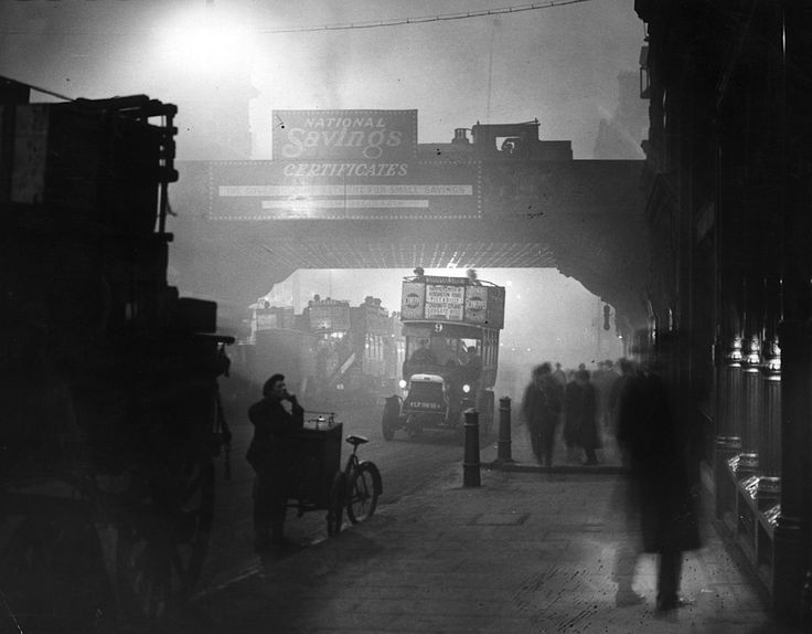 Fog at Ludgate Circus, London, November, 1922 - Topical Press Agency/Getty Images