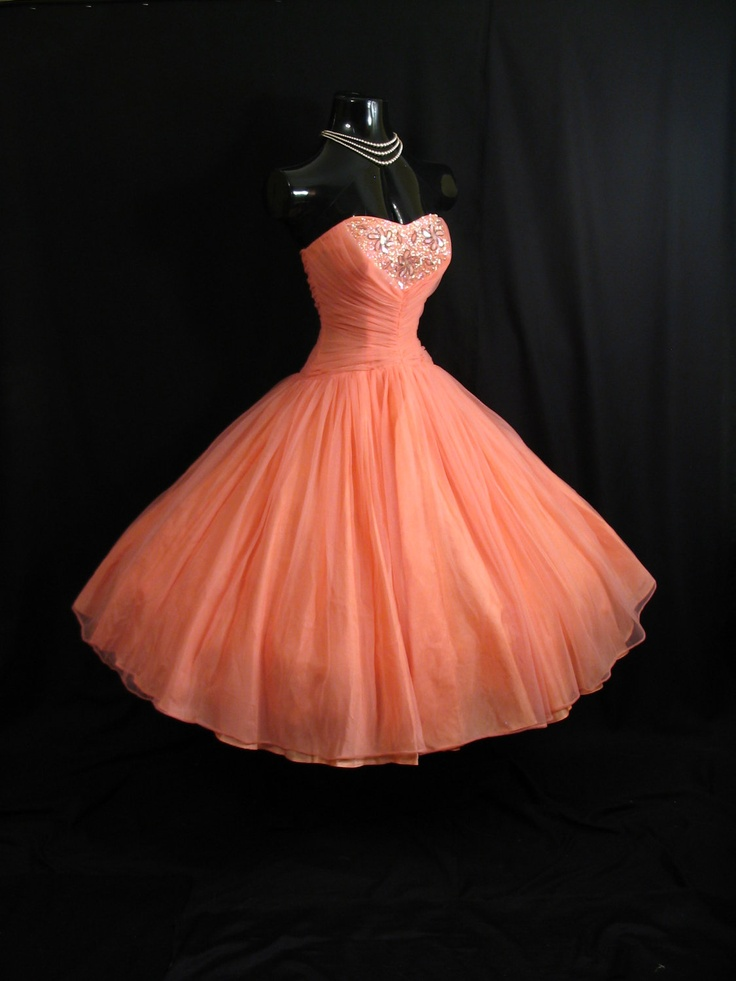 Vintage 1950's 50s STRAPLESS Coral Peach Pink Beaded Ruched Chiffon Organza Circle Skirt Party Prom Wedding Dress.