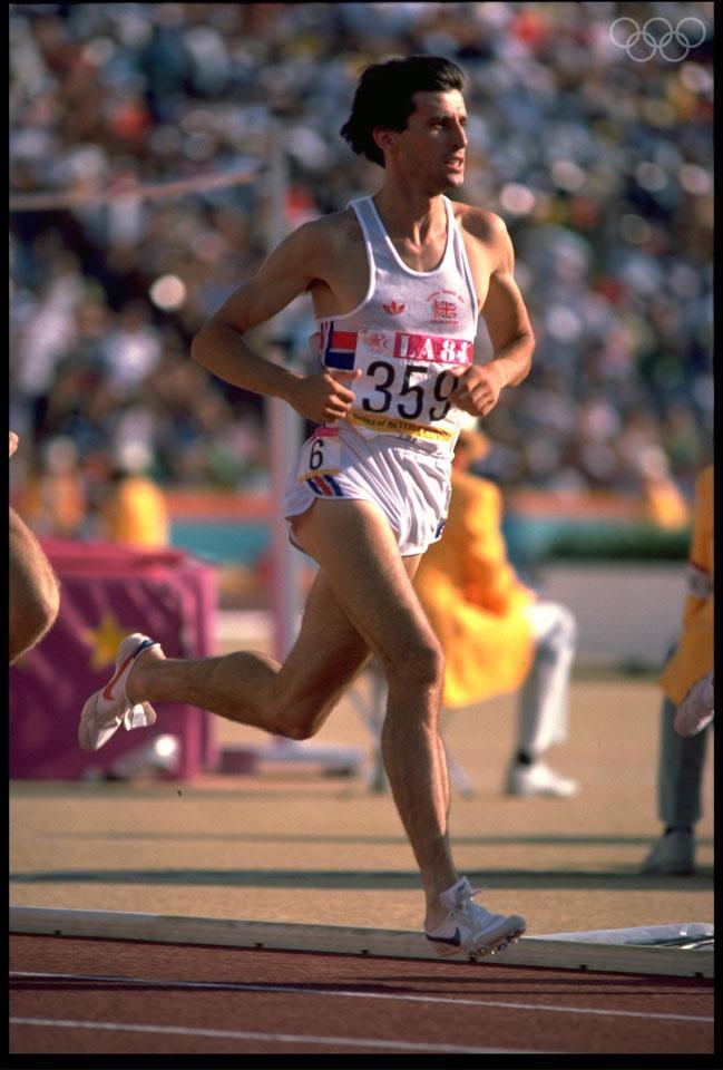 Sebastian Coe (1.500 m.) Atleta británico especialista en pruebas de medio fondo. Fue campeón olímpico de los 1.500 metros en Moscú 1980 y Los Angeles 1984, batió numerosos récords del mundo y está considerado como uno de los mejores atletas de la historia. En el año 1987 se le concede el Premio Príncipe de Asturias