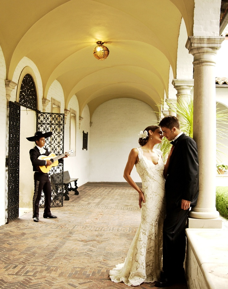 Like Someone Spanish Please Marry Me So That I Can Have A Wedding With Mariachi Band In The Background