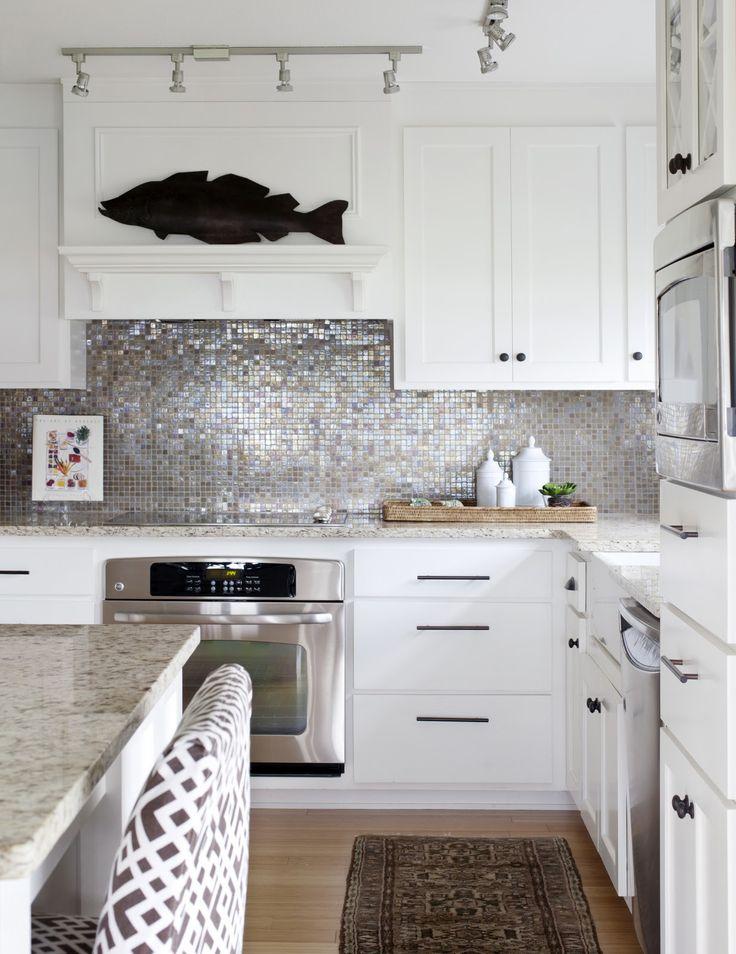 stunning kitchen backsplash tile design idea | Stunning silver mosaic backsplash! Love the white ...