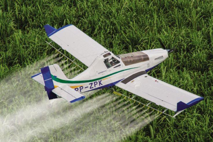 O avião agrícola Ipanema 203 ganhou novos recursos para operar em grandes lavouras (Embraer)