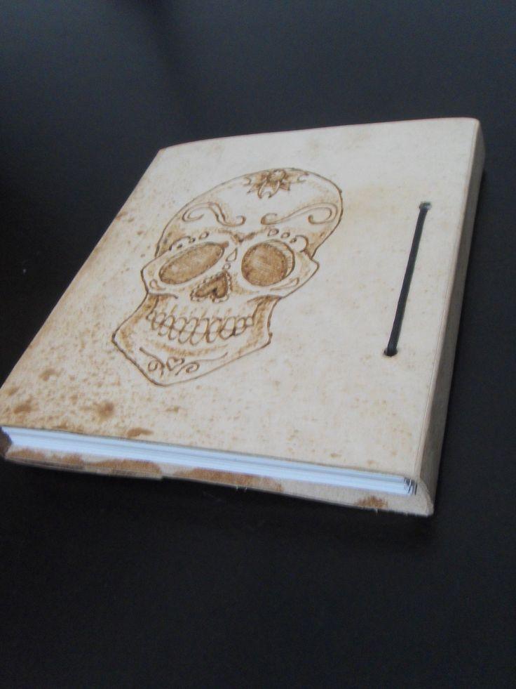 VENTA de agendas personalizadas con cubierta de cuero, con tipos de sustrato (papel) a pedido. Con ilustración en portada seleccionada por el cliente con pirograbado.