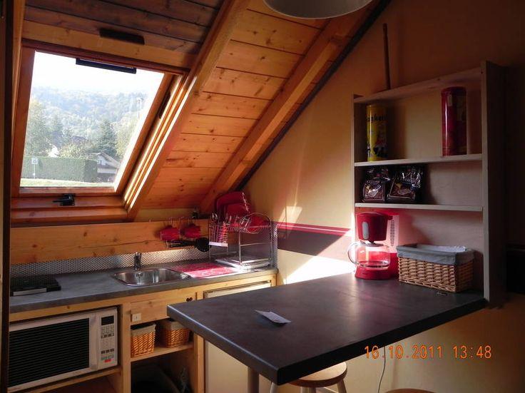 Regardez ce logement incroyable sur Airbnb : joli studio meublé  25 m2 à VOUVRAY - maisons à louer à Châtillon-en-Michaille