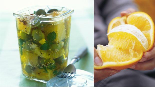 Olivy jsou skvělá chuťovka na party nebo jen při domácím posezení u vína. Dejte jim větší šmrnc a naložte si je podle vlastní chuti. Nabízíme variantu s mátou a pomerančem – pro letní noci přímo ideální :)