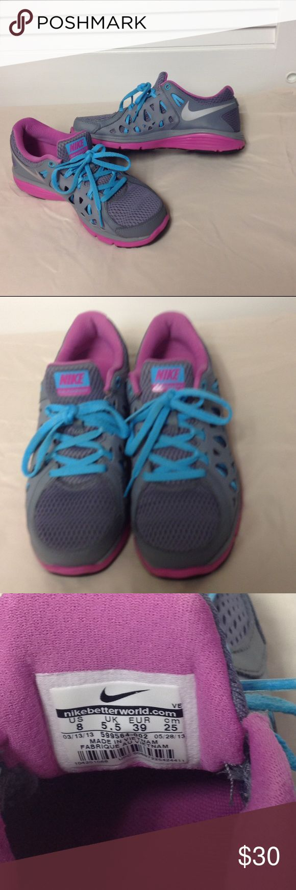Nike Dual Fusion Run 2 Sneakers Nike Sneakers worn maybe 3 times, Great condition and great colors💕💕 Nike Shoes Athletic Shoes