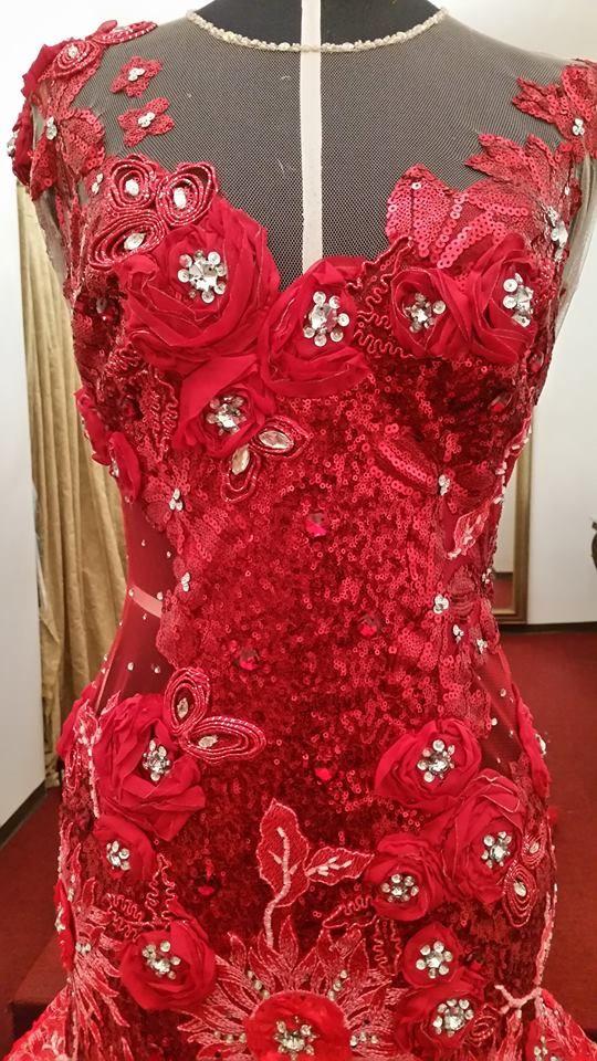 [#PacoMaorga] Diseño en tul bordado con flores en citilla en color rojo y pedrería en color plata, para Señorita Karen Aimeé Najera Najera reina Socoltenango 2016 #AltaCostura #DiseñadordeModas #DiseñadoresDeMexico #DiseñadorPacoMayorga Citas al (961) 61 3 71 93