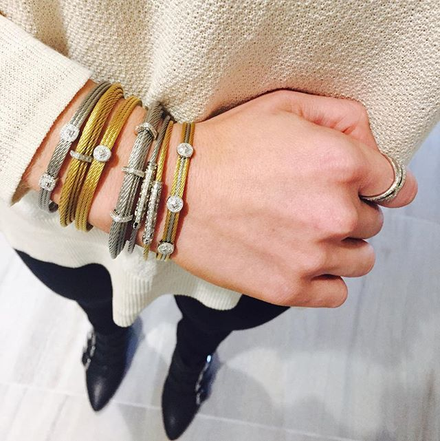 We love a good stack  #stackables #bangles #fallfashion #madewell #ragandbone #rebeccaminkoff #couturedailydose #showyourcouture #ALORlook