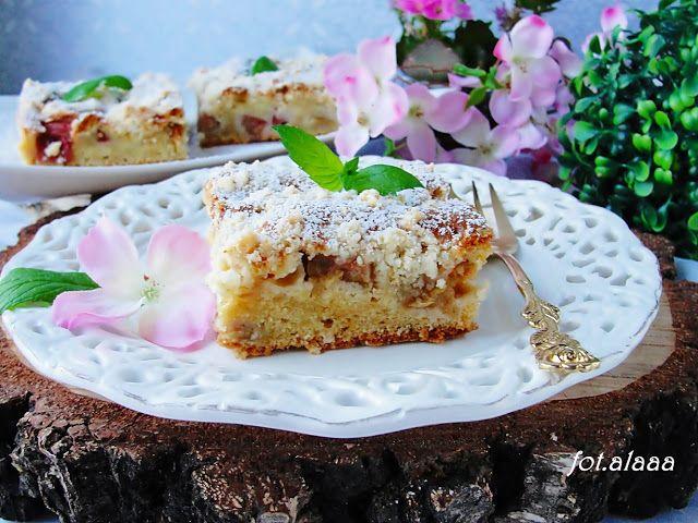 Ala piecze i gotuje: Ciasto na maślance z rabarbarem