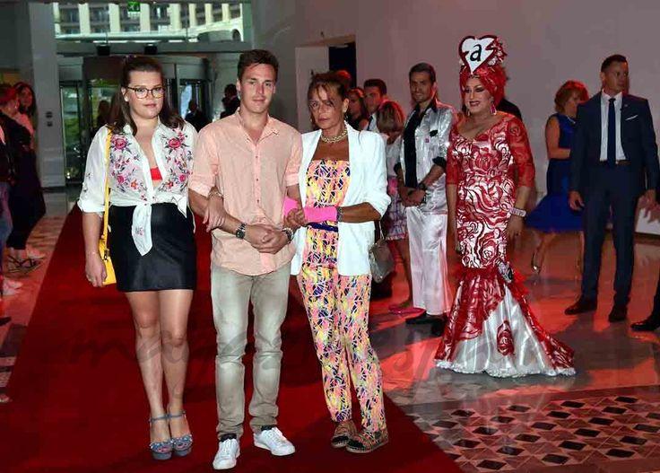 La princesa Estefanía ha presumido de hijos en la tradicional gala benéfica de la Fundación de la Lucha contra el Sida de Mónaco.