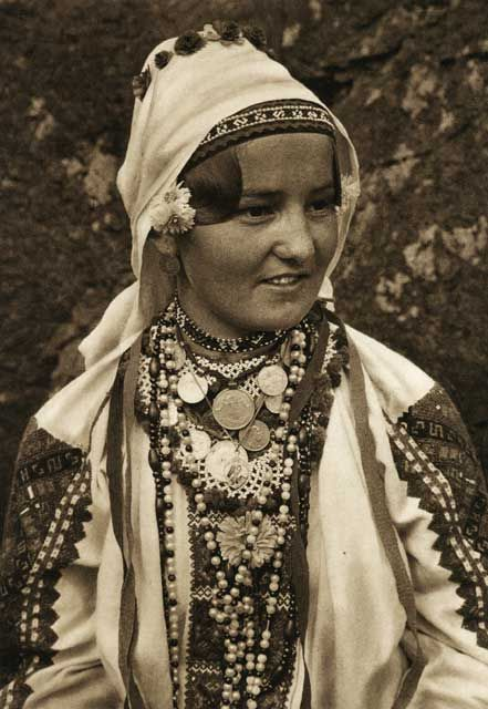 Romania - old photos - by Kurt Hielscher https://www.pinterest.com/thraciana/matriarhat/
