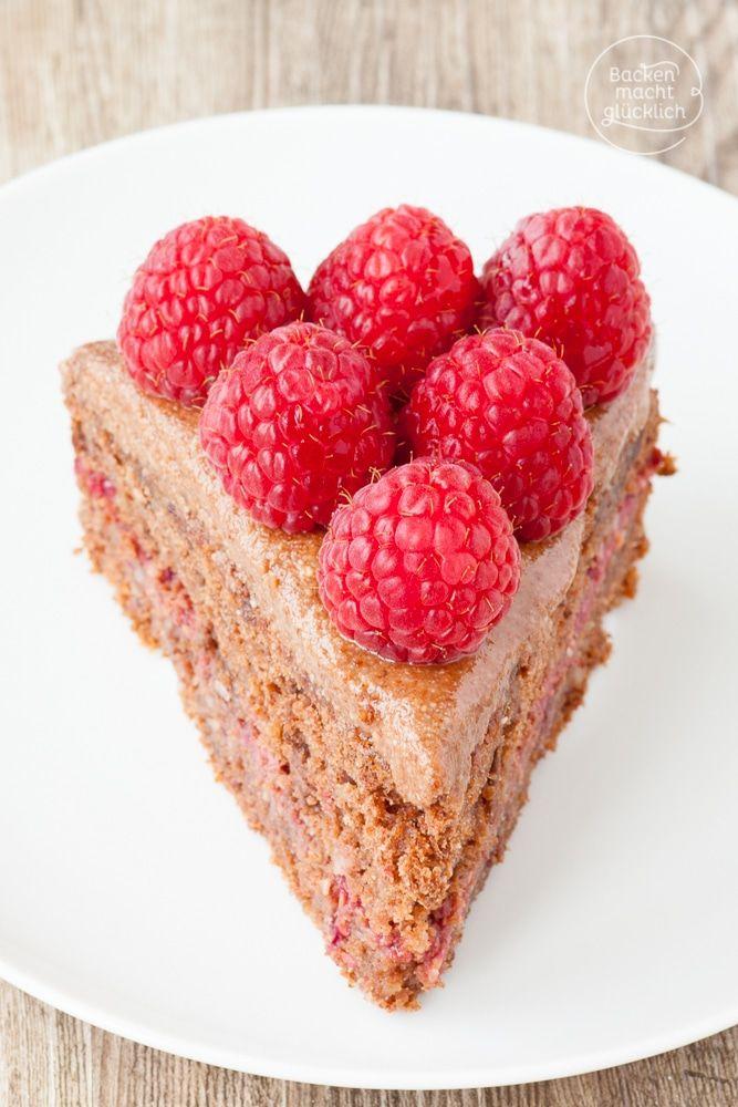 """Lust auf eine gesunde glutenfreie Schokotorte, die überhaupt nicht nach """"ohne"""" schmeckt? Selbstgemachte Schokocreme, Beeren und ein köstlicher Mandel-Teig ohne Gluten ergeben eine verführerische gesunde Geburtstagstorte"""